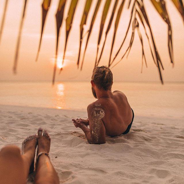 Maldives Beach Sunset Couple Goals Lisa Homsy Instagram In 2020 Beach Photography Poses Beach Poses Beach Photography