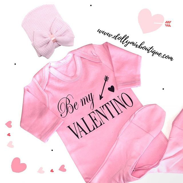 Babygrow of the day 💗 This design is definitely our fave... Black Glitter on Baby Pink 😍 Teamed with our Pink Striped Bow Hat of course 🎀 In stock >>> www.dollymixboutique.com