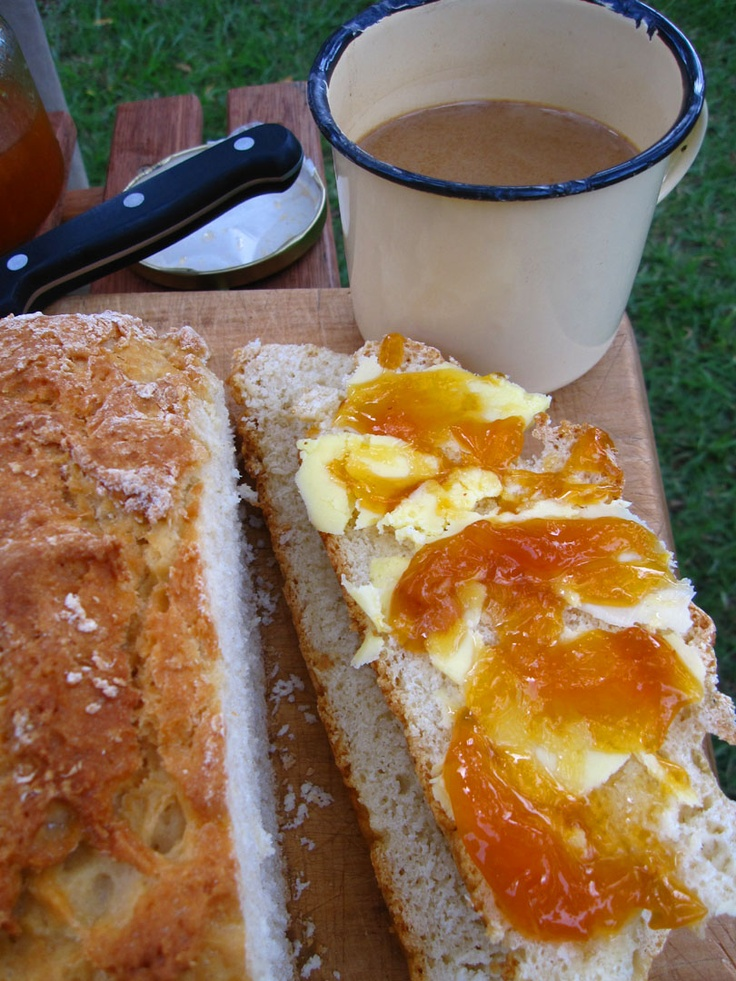 Potbread and apricot jam