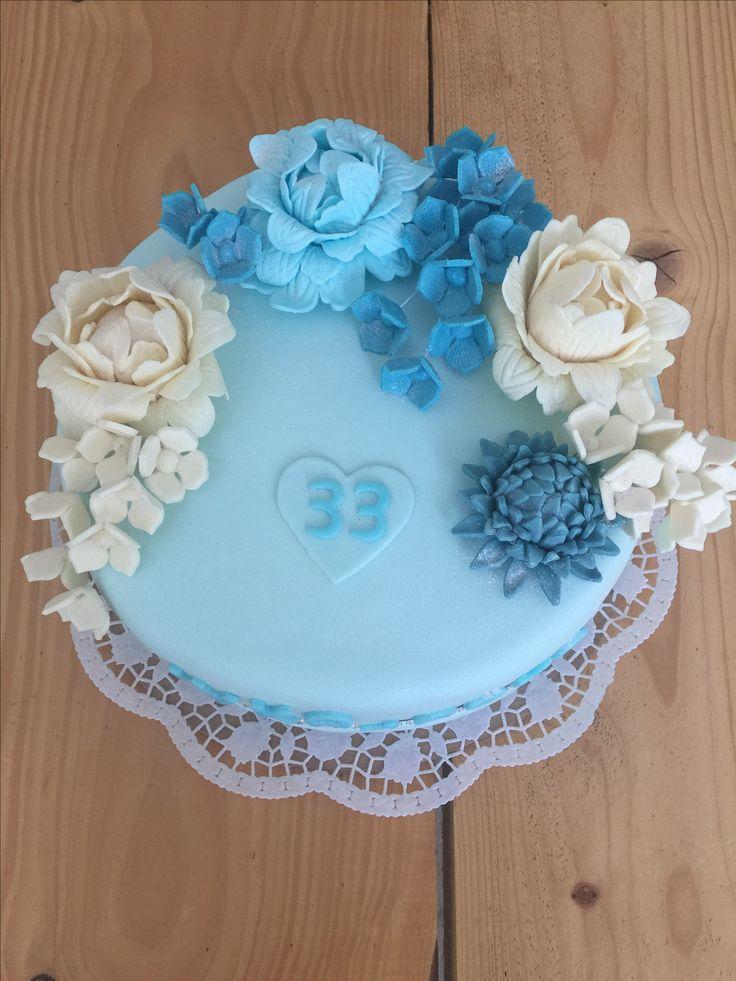 Cake blue flowers