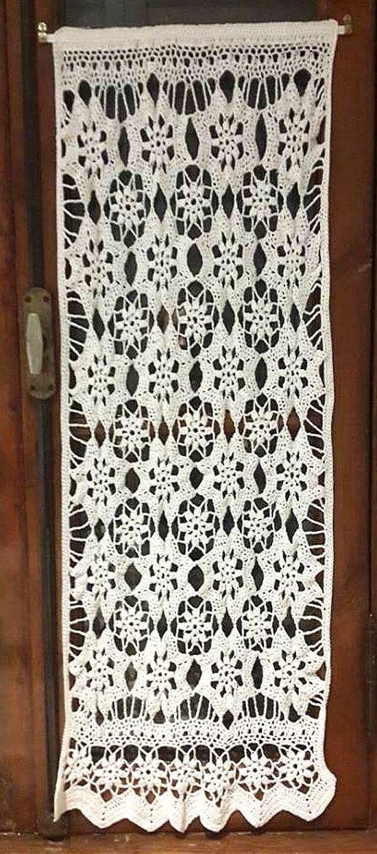 Visillo floral en tejido crochet