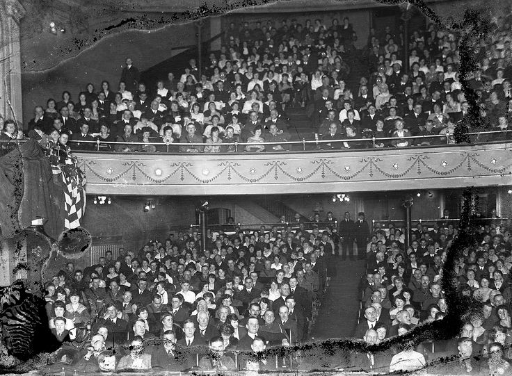 grand theatre audience c 1918 1928 hines vintage london. Black Bedroom Furniture Sets. Home Design Ideas