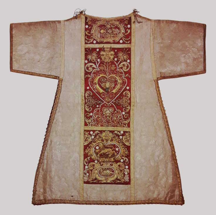 Dalmatic from the royal set by Anonymous from Poland and France, before 1663, Klasztor Sióstr Wizytek, made from a canopy of Queen Marie Louise Gonzaga