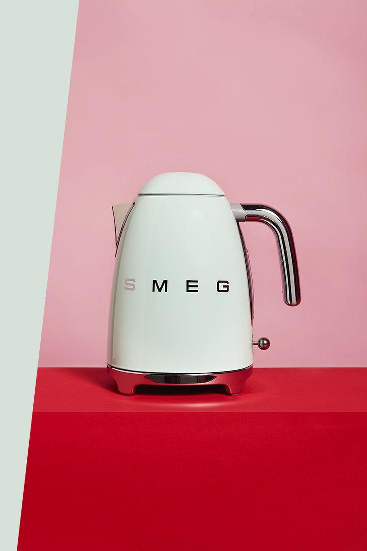 Einfach nur bombig, dieses Design! Aber der Wasserkocher im lässigen 50`s-Style überzeugt nicht nur mit seinem Aussehen, sondern mit sieben verschiedenen Temperaturstufen, die immer das perfekte Wasser für Tee, Kaffee oder die Babynahrung liefern.