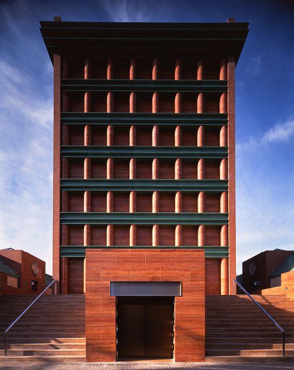 hotel il palazzo fukuoka japan aldo rossi photo nacasa and partners architecture. Black Bedroom Furniture Sets. Home Design Ideas