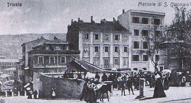 mercato di trieste | piazza Puecher il mercato.JPG | Trieste 04 | vecchiatrieste