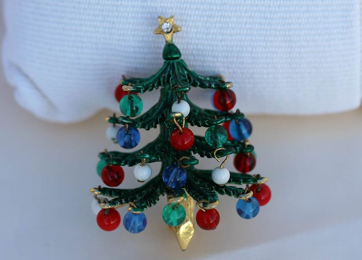 This amazing Christmas tree brooch / pin is by HATTIE CARNEGIE and features dangling glass beads. The tree is 3-dimensional and simply spectacular to look at. The current market value for this piece is approx. NZ$280.
