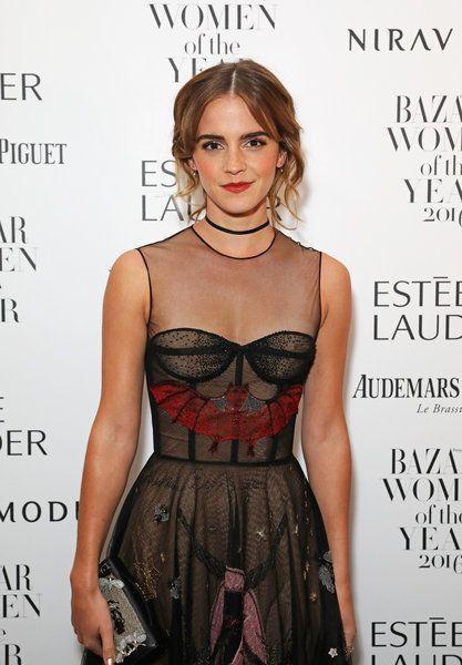 La nueva Bella del cine ha hecho honor a su personaje en la fiesta londinense de Harper's Bazaar, aunque ha cambiado el amarillo por las transparencias. Clara Lago, Lily Collins y Brie Larson lucen...