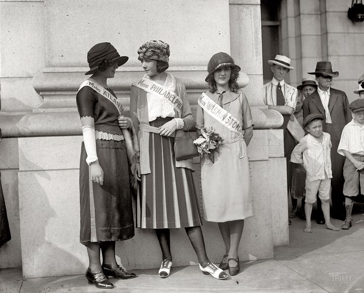 Shorpy Historical Photo Archive :: Sashed: 1921  very first miss america winner on the right!