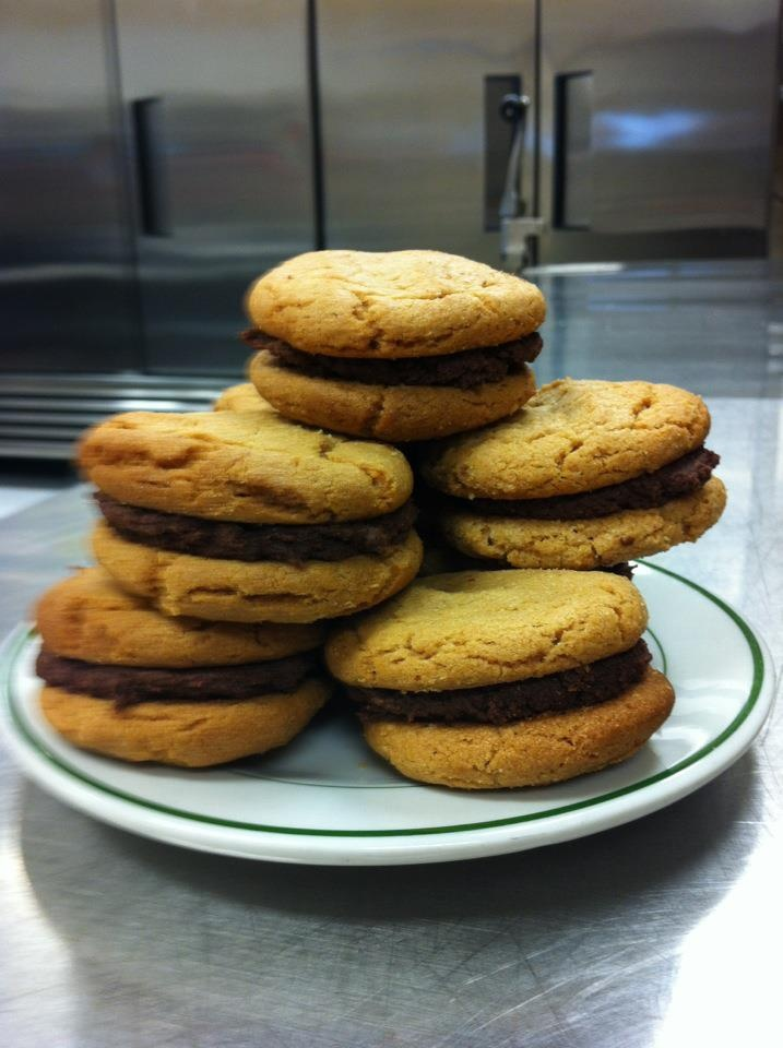 Peanut Butter And Chocolate Cookies With Ganache Filling Recipes ...
