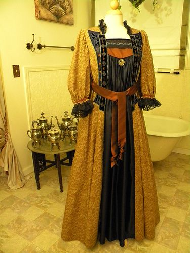 Victorian Aesthetic Movement tea Gown repro by bustlelady, via Flickr