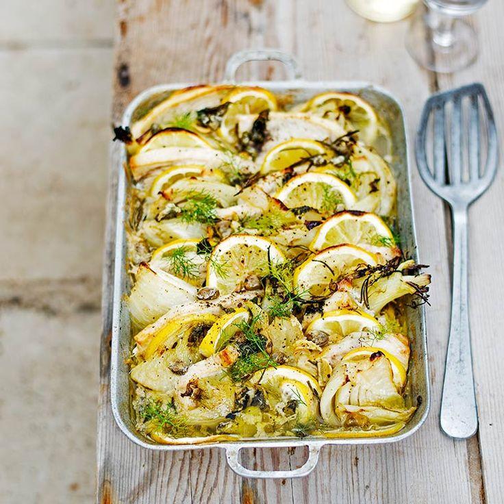 Pesce spada (zwaardvis) is op Siciliëheel geliefd. Deze vlezige vis wordtop diverse manieren bereid, inwijnbladeren gewikkeld en gegrild,geroosterd met seizoensgroenten ofgebakken met tomaten enkappertjes. Kies...