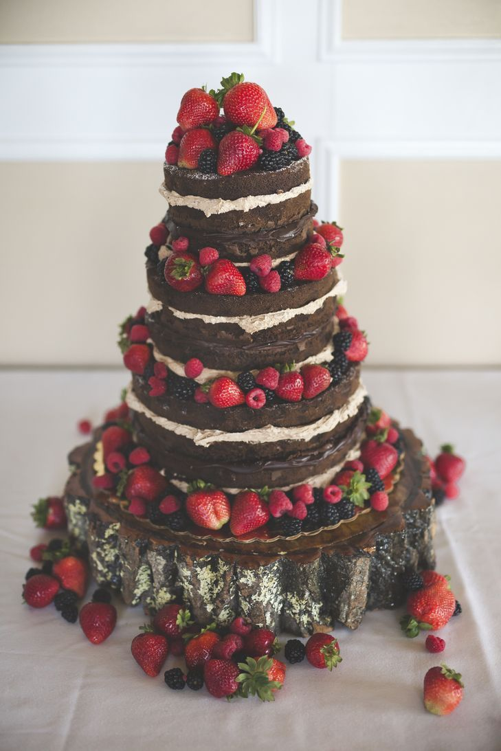 naked chocolate wedding cake with fruit  But instead of chocolate red velvet!