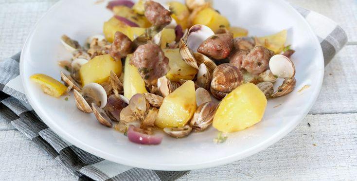 Ricetta Vongole patate e salsicce - La ricetta di Piccole Ricette