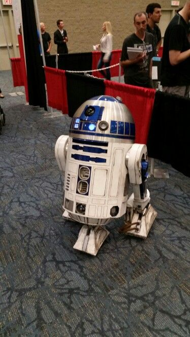 FANEXPO 2015 Life size RC R2D2