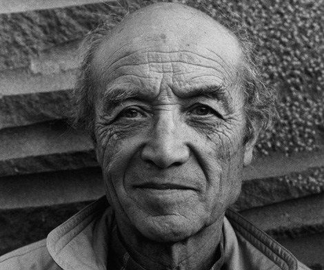 Isamu Noguchi (November 17, 1904 – December 30, 1988) #IsamuNoguchi was an artist and #industrialdesigner whose artistic career spanned six decades, from the 1920s onward. Known for his sculpture and public works, #Noguchi also designed stage sets and several mass-produced lamps and furniture pieces, many of which are still manufactured today. Famous works include: #NoguchiCoffeetable, #Cyclonetable, #Prismatictable  #Midcentury #MidcenturyModern #classicdesign #furnituredesign