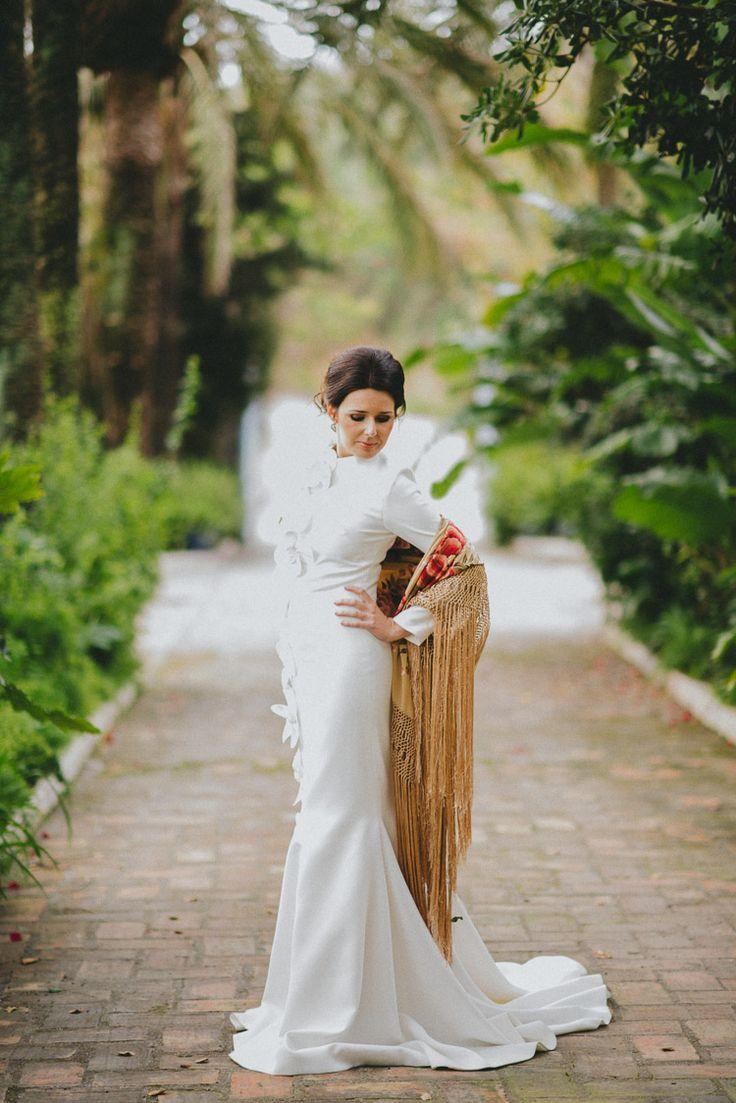 Hace unas semanas tuve el placer de fotografiar una sesión de inspiración de bodaEspañola- Andaluza que fué pùblicada en Ruffled Blog, el blog de las novias estilosas.Para esta ocasión tan especial elegimos una finca privada en el campo en Manilva, un pueblo precioso de la Costa del Sol en…