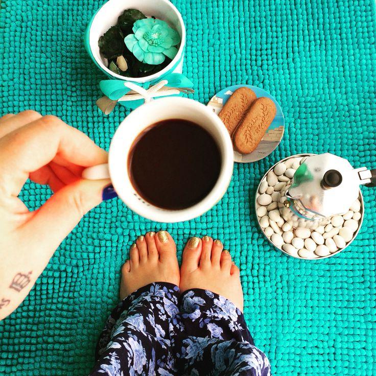 oggi per ogni foto a piedi nudi con l'hashtag #withoutshoes @toms regalerà un paio di scarpe ai bambini che ne hanno bisogno: che aspettate?!  today  post a #withoutshoes photo so @toms will give shoes to children in need: what are you waiting for? good morning ❤️ follow Queen's Kitchen on Facebook  http://queenskitchenover-blogcom.over-blog.com/  #queensbreakfast