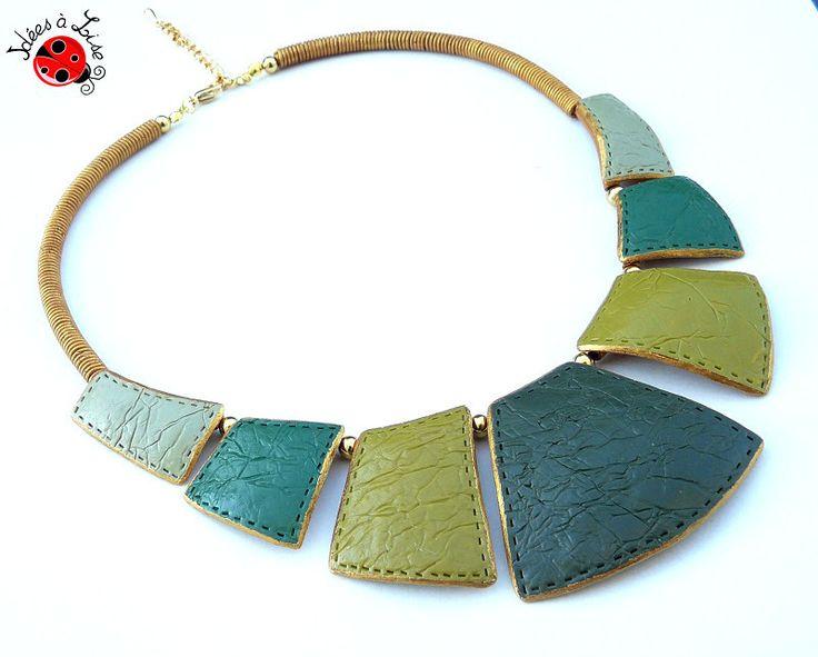 Collier plastron vert et doré faux cuir : Collier par ideesalise