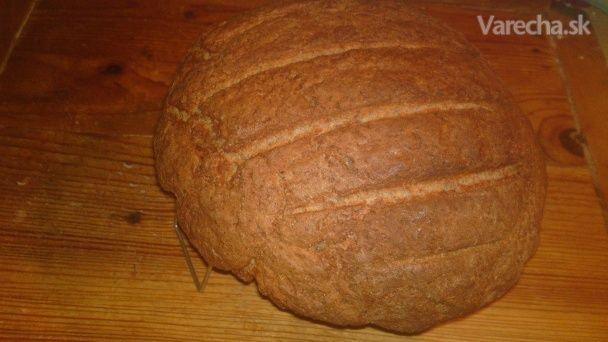 Chlieb z múky ražnej, celozrnnej špaldovej a z múky semolina durum (fotorecept)
