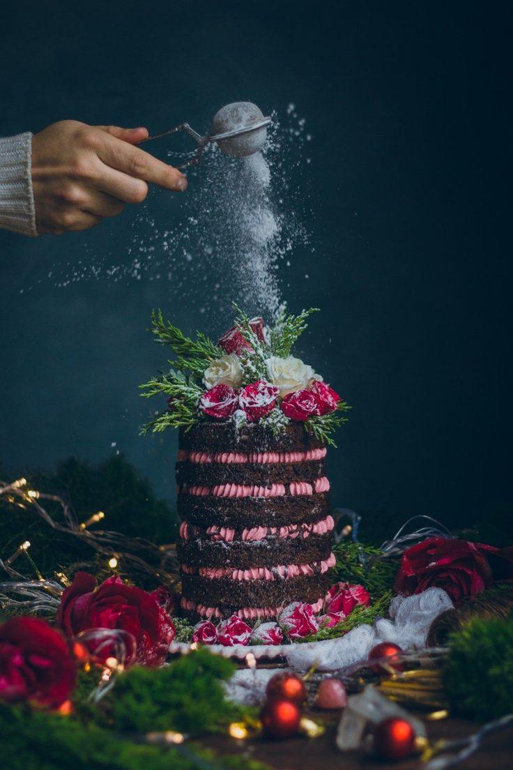 Chocolate and Coffee cake with raspberry swiss meringe buttercream recipe / Food photography historias del ciervo