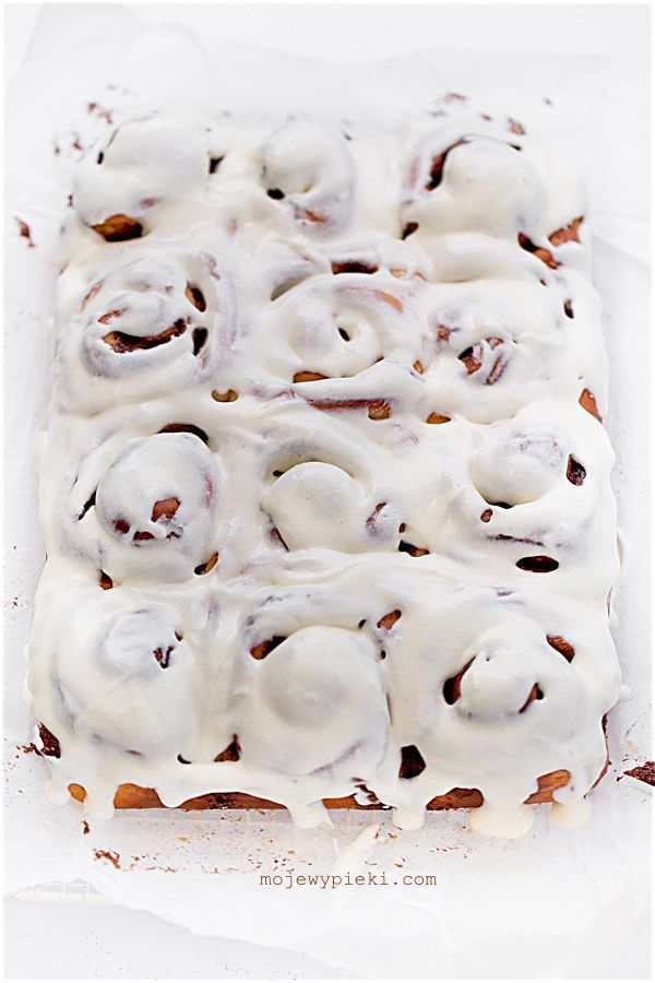 cinnamon rolls with cream cheese icing