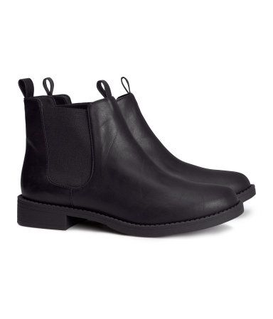 Useful shoes to own. Flat black vegan chelsea boots from H&M #vegan shoes