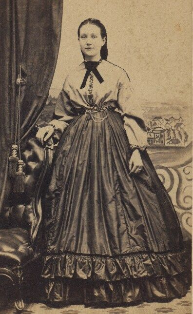 garibaldi blouse-Named after Giuseppe Garibaldi in 1860.Womens blouse with a short standup collar and buttons up front.