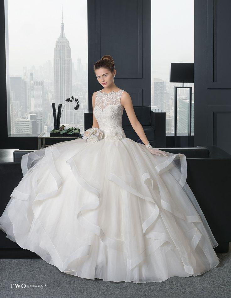 CHIC TWO-16 Lavorazioni #artigianali e #tagli perfetti su abiti ed accessori, per #matrimoni di grande classe. www.mariages.it