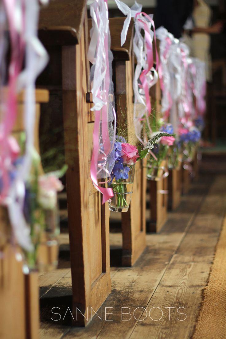 #Prachtige #kerkversiering met #bloemen en #lint.