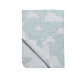 """De zachte dekens van Meyco zijn gemaakt in Duitsland. Ze zijn van 100% katoen en worden geweven en daarna geruwd. Daardoor voelt het dekentje zo zacht als fleece, maar heb je de fijne eigenschappen van 100% katoen, bijv. dat het ademend is en daardoor minder zweet. Wastips: was je deken met zo min mogelijk wasmiddel en het liefst een beetje babyshampoo. Dit kan tot 40 graden Celsius. Stop het daarna in de droger op een lage temperatuur zodat je """" vezels"""" weer rechtop gaan staan. Zo blijft je…"""