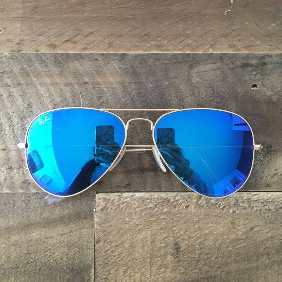 Blue Mirrored Ray ban aviators Almost brand new aviator sunglasses :) Ray-Ban Accessories Sunglasses