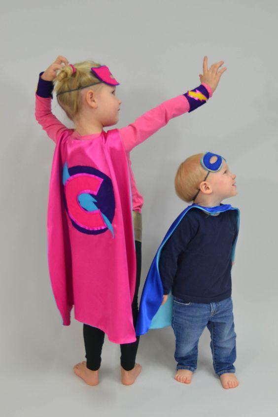 Ein Superhelden-Kostüm ist schnell zusammengestellt. Wichtiges Accessoire: das Superhelden-Cape. Wir zeigen Ihnen, wie Sie einen coolen Umhang nähen können - inklusive Schnittmuster fürs Cape.
