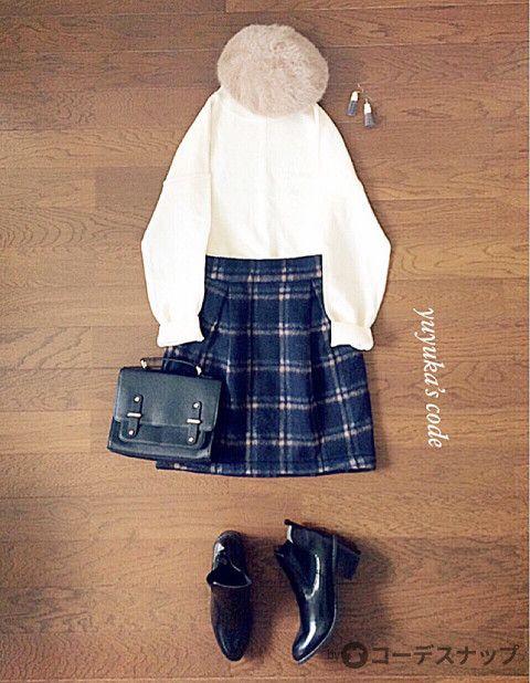 ⚫︎ボクシーハイネックニット ⚫︎膝上チェック柄スカート(ネイビー) ⚫︎サイドゴアブーツ ⚫︎ショルダーbag ⚫︎シャギーベレー帽(ベージュ) ⚫︎フリンジウッドピアス スカートはネイビーにベージュのチェックが入っています‼︎ そして、またしばらく東京に行くので、投稿の頻度はいつもより間が空くと思います!撮り溜めしたコーデがあるので向こうからアップします(*´˘`*)♡ 向こうにいる間はcommentはすぐには返せないのでcommentがあった場合は 帰ってからのお返事になってしまいます(。•́ωก̀。)…よろしくお願いします‼︎ いつも見てくれてありがとうございます(*´˘`*)♡goodやcommentくれる方や、見る専門の方いつも本当にありがとうございます‼︎ スカート/ Ciaopanic (used) ベレー帽/used