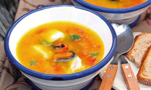 Uma refeição que aconchega o corpo e a alma é o que lhe oferece esta sopa de peixe e mexilhão. Escolhemos a perca, mas pode usar o peixe que mais gostar.