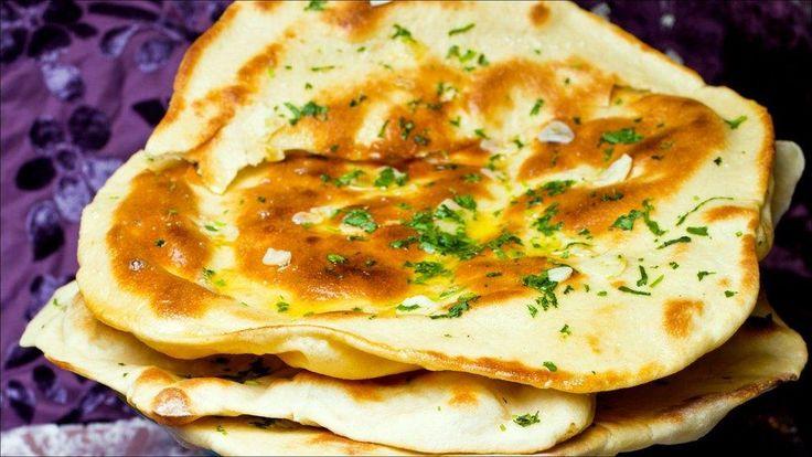 Slik lager du nanbrød, godt å servere til indiske retter som tikka masala eller gryteretter.  Selve landet er jo omtrent like stort som hele Europa, så det er kanskje ikke så rart at det indiske kjøkkenet er ekstremt variert.  Derfor kan du lett variere brødet med krydder som hvitløk, koriander, eller søtere smaker som cashewnøtter, sukker og rosiner.