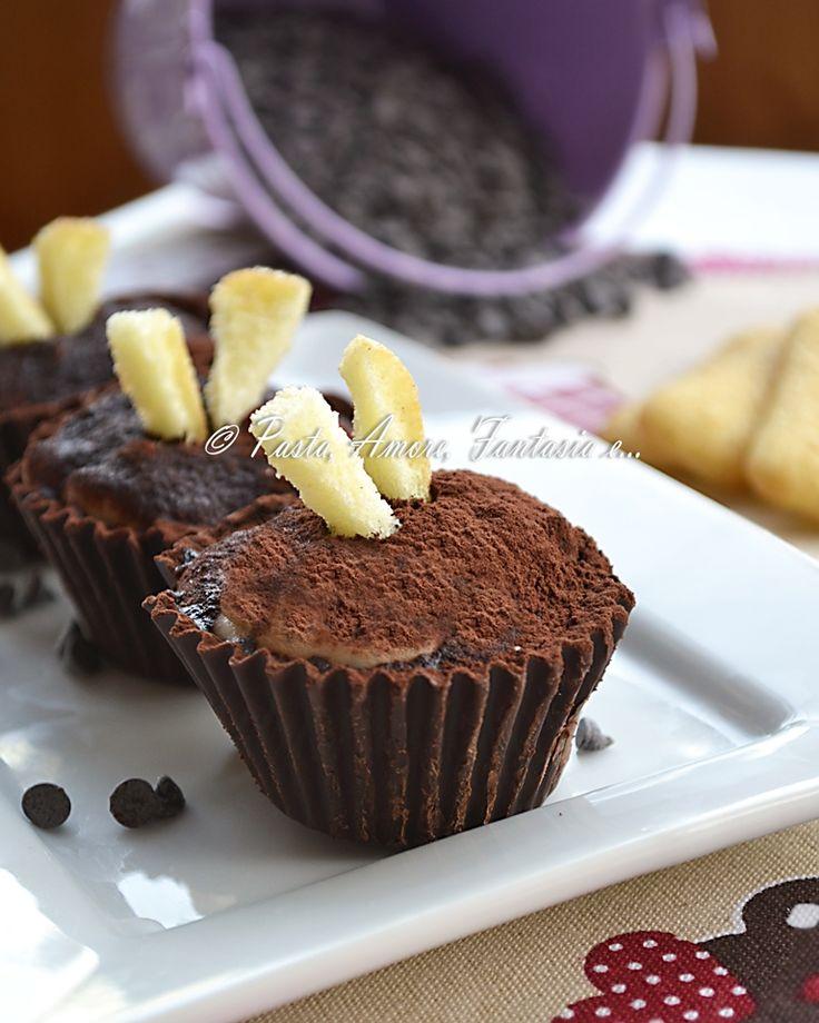 Tiramisù monoporzione nei pirottini di cioccolato, ricetta dolce