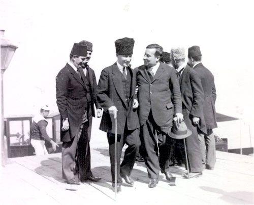 Mustafa Kemal Atatürk Fransız Diplomat Franklin Bouillon ile, İzmir, 28 Eylül 1922.