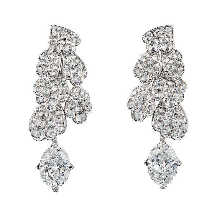 """CARTIER. """"Adiante"""" Boucles d'oreilles - platine, un diamant oval D/IF de 4.04 carats et un diamant oval de 4.01 carats D/VVS1, diamants taille rose, diamants taille brillant. Les diamants ovales sont amovibles. #Cartier #RésonancesDeCartier #2017 #HighJewellery #HauteJoaillerie #FineJewelry #Diamond"""