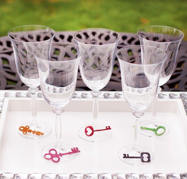 glitterskeletonkey_wineglasses_1