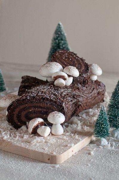 Meringue Mushrooms & Buche de Noel (Sweet Treats: a baking blog)