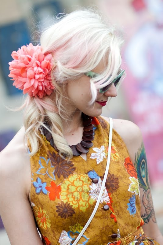 one of my favorite blogs i follow.  so much inspiration.  Très Awesome ♥ Chicago Street Style