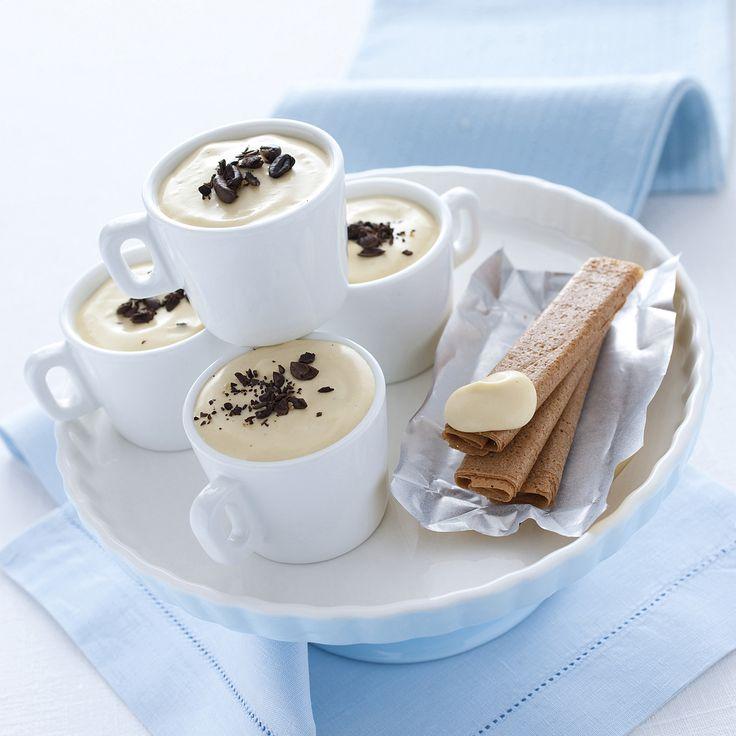 Crema chantilly al caffè : Scopri come preparare questa deliziosa ricetta. Facile, gustosa e adatta ad ogni occasione. Questo dolce/dessert ha un tempo di preparazione di 30 minuti.
