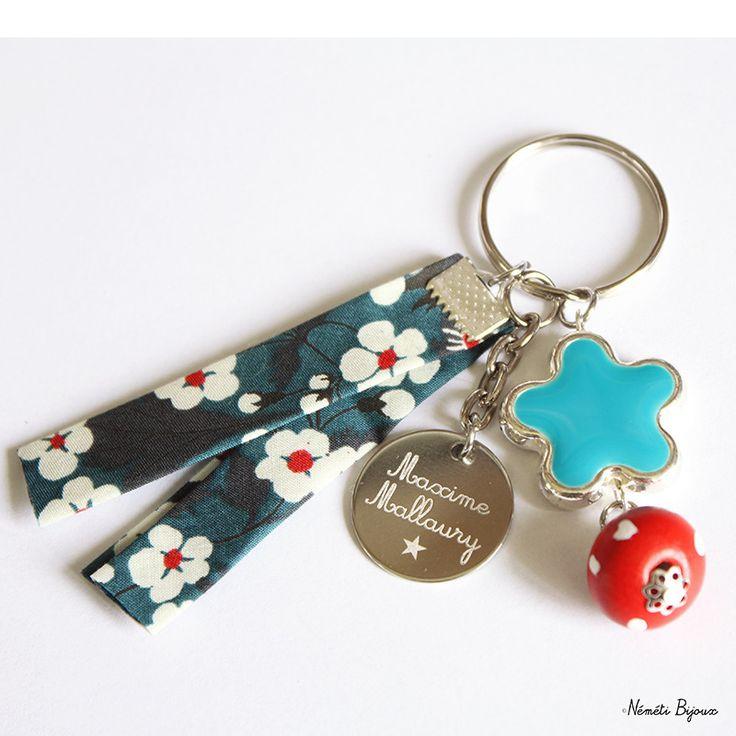 Porte clés liberty gravé personnalisé - tissu mitsi bleu blanc rouge - gravure prénom message - cadeau unique : Porte clés par nemeti