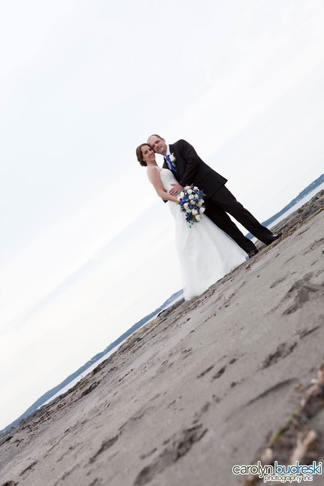 Beach and destination wedding photo idea