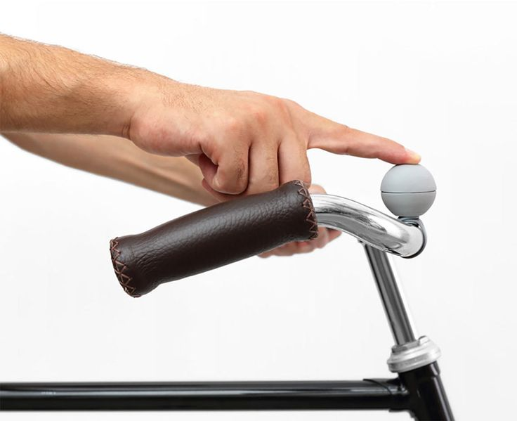 World of accessories:   Nello by Palomar, the magnetic bicycle bell | Nello is chic, functional and perfect for any kind of bike, be it retro, ultra-lux or even a mountain bike.  - See more at: http://magazine.designbest.com |