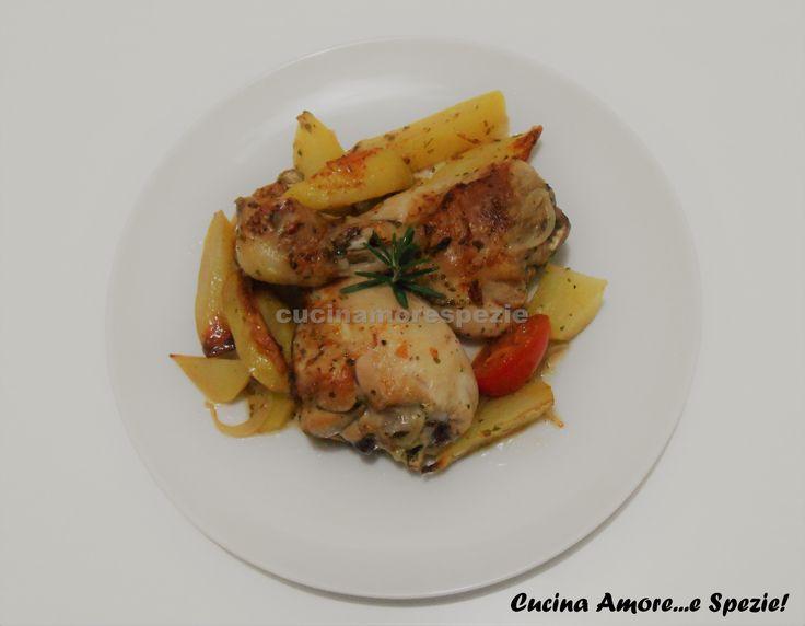 Il pollo con le patate al forno è un delizioso secondo piatto, ottimo per cena o per il pranzo della domenica. Il segreto della tenerezza della carne...