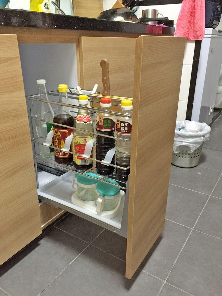 Contemporary Kitchen Cabinet Design in HDB