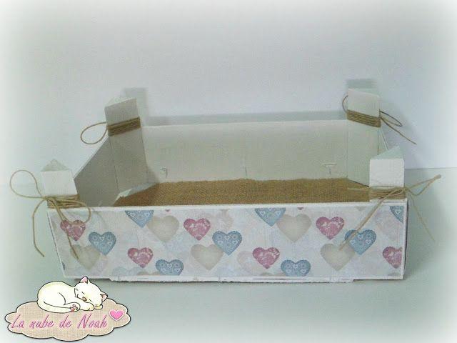 ♥ Caja de fresas reciclada. http://lanubedenoah.blogspot.com.es/2015/11/caja-de-fresas-reciclada.html