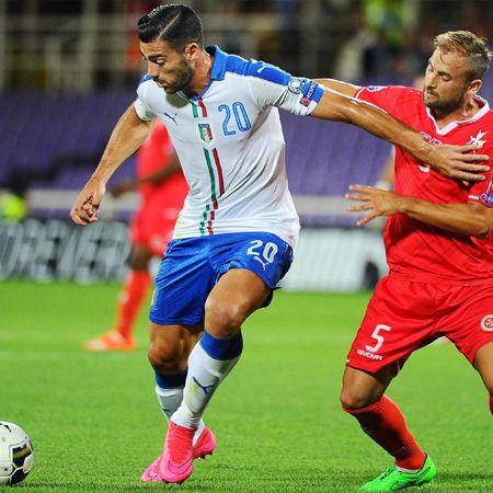 Chapó la punta. Italia la sufrió pero al final logró vencer 1-0 a Malta, colocándose en el primer lugar de su grupo H por las Eliminatorias para la Eurocopa de Francia 2016. Graziano Pellé anotó el único tanto del partido en el complemento.